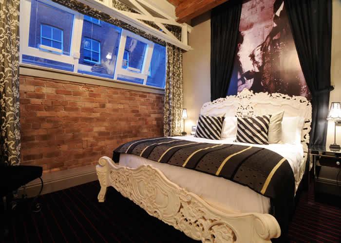 RJ371 Rococo Bed